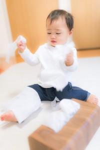 赤ちゃんのティッシュ遊び
