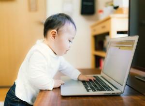 PC大好き赤ちゃん